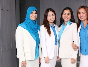 seef-dental-bahrain-staff-receptionists-portrait-image