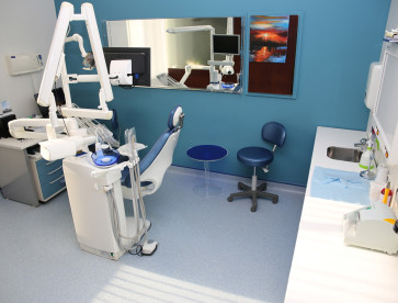 Seef-dental-bahrain-Invent-ITS-blue-room-1